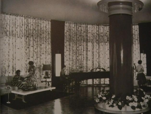 Bretagen piano room