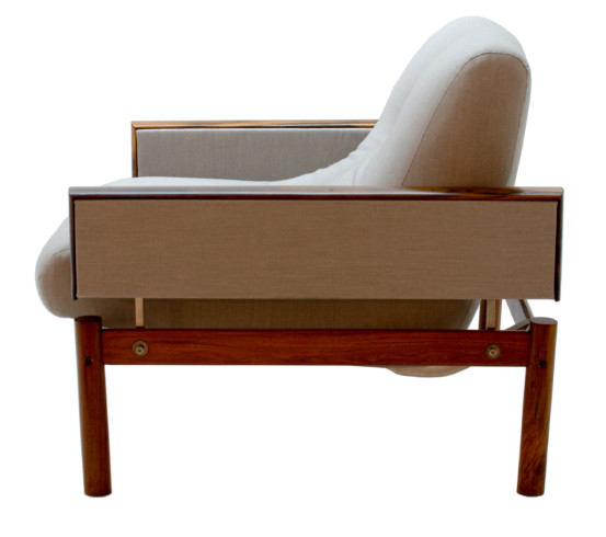Recente upholstered armchair side