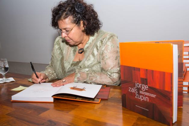 Maria Cecilia Loschiavo book signing 6 photo_Fernanda Lenz