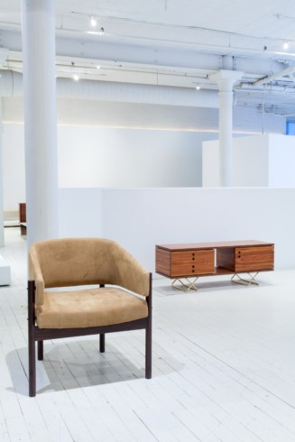 Senior armchair and Componivel sideboard by Jorge Zalszupin