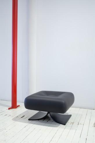 Alta ottoman by Oscar Niemeyer