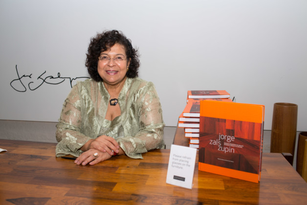 Maria Cecilia Loschiavo book signing. Photo: Fernanda Lenz