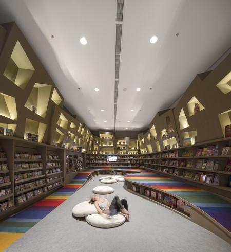 Arthur-Casas-Saraiva-Bookstore-San-Paulo-Interior-Design-Kids-2