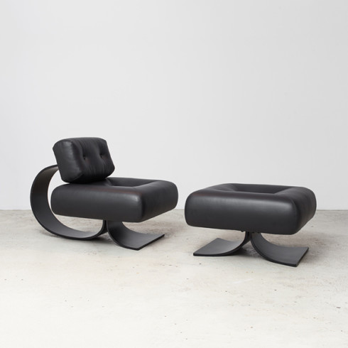 Black alta chair and ottoman by Niemeyer